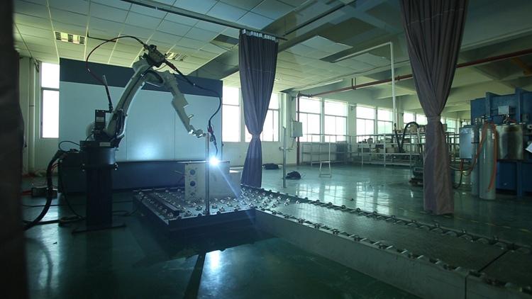 广东紫光电气焊接机器人